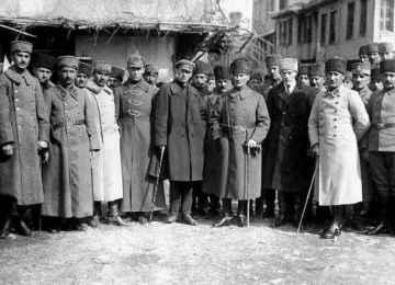 TÜRK KAPISINDA KARDEŞ DEVLET: Azerbaycan Üç Dönem Tarihi - Rifat GÜNDAY